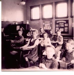 Bass Lake School kids 1944