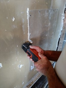 Cutting plaster